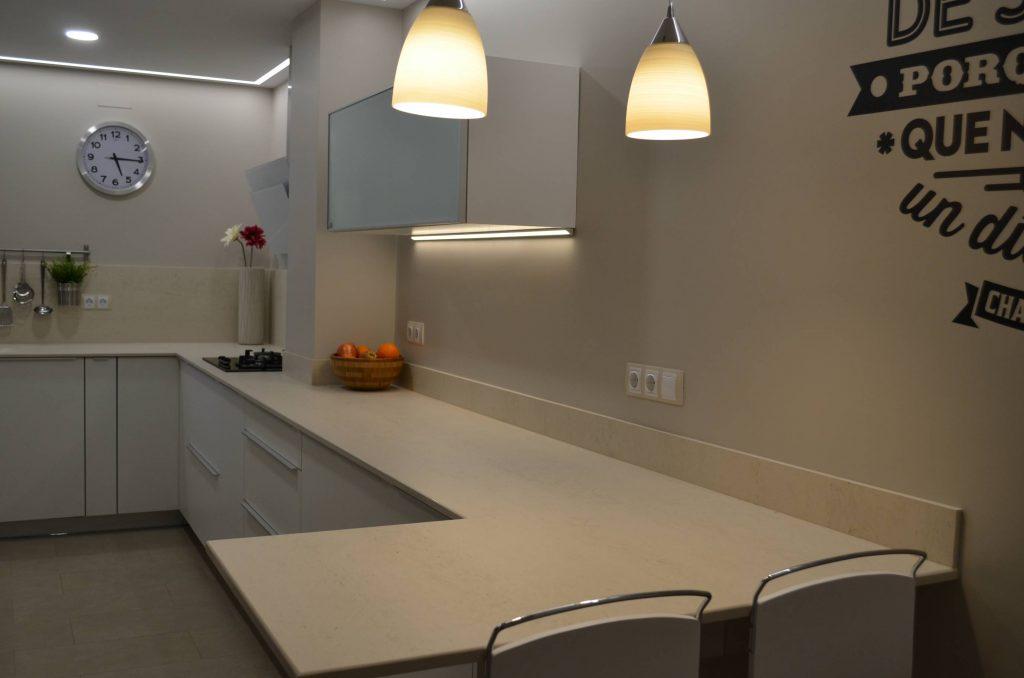Instalación de cocina de diseño blanco en Valencia ...